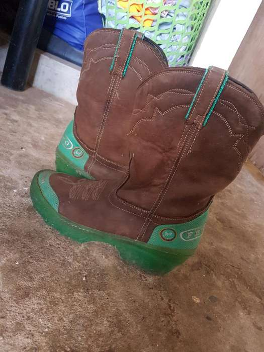 Se Venden Botas de Rodeo Feveco