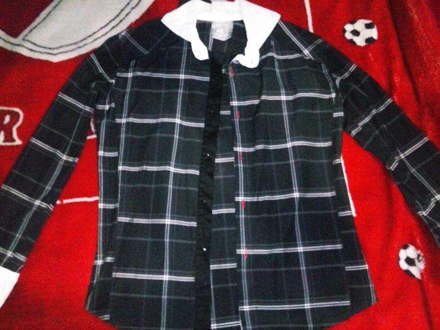 vendo camisa negra marca farenheit original nueva