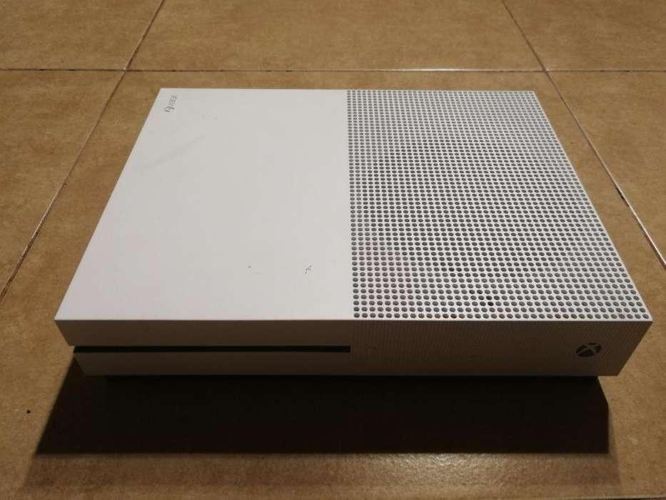 Vendo Xbox One S de 1 Tb