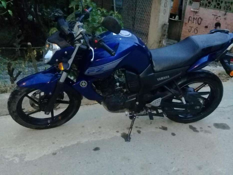Se vende moto <strong>yamaha</strong> 2015 super comservada poco km precio negociable