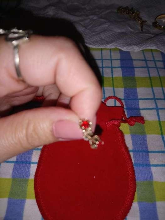 Aros Oro Piedra Roja
