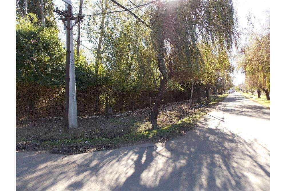Terreno de 990 M2 en la esquina de García del Cossio y La República, Fisherton.