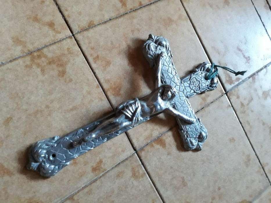 Crucifijo de Metal