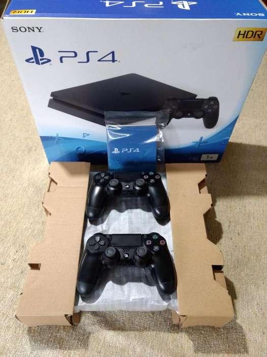 Playstation 4 PS4 Slim 1tb 2 joysticks