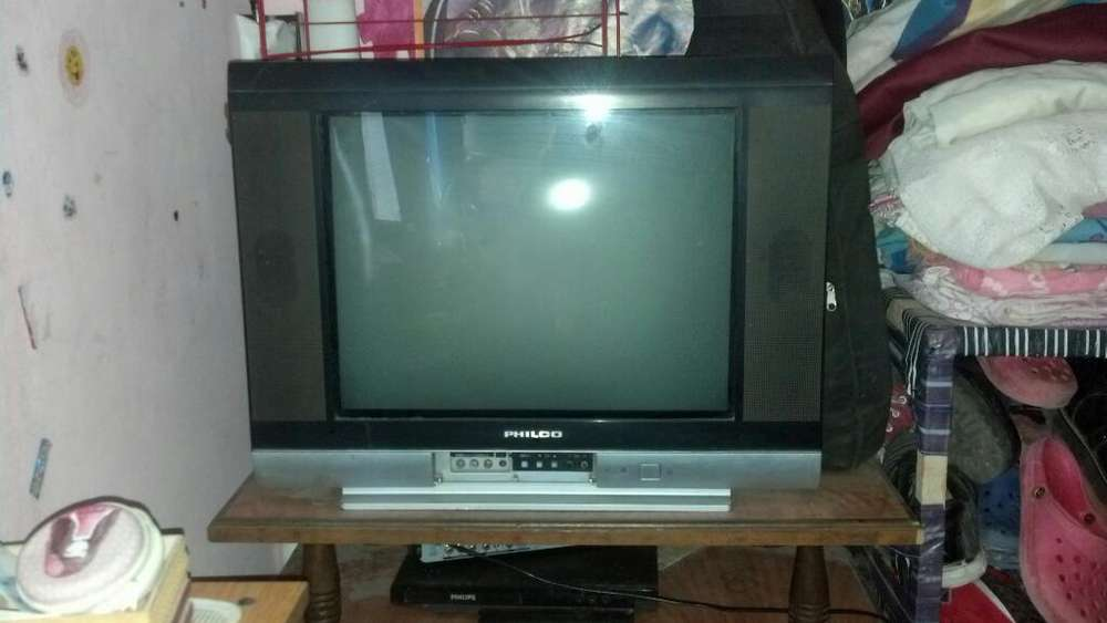 Vendo Tv 21 sin Control Remoto.