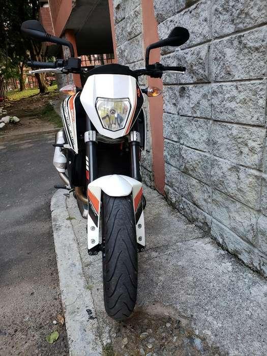 Super Duke 690 Como <strong>nueva</strong> 4300 Km