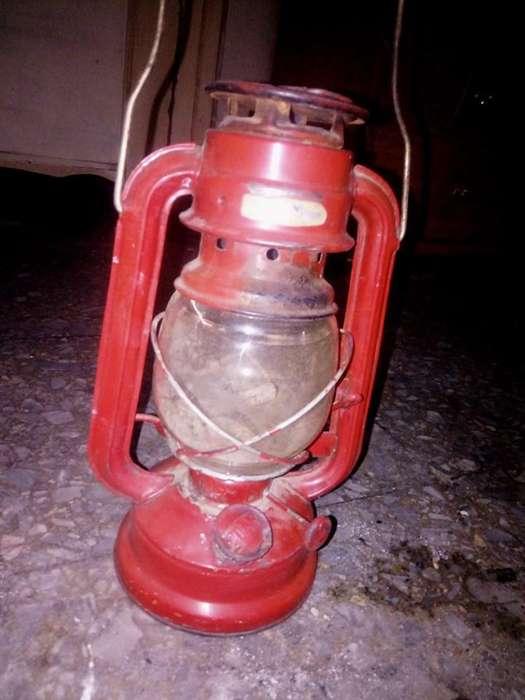 Lámpara a kerosene vintage estado original ,500 negociable