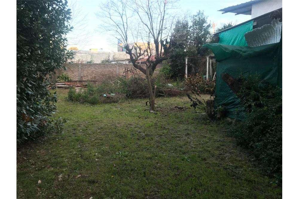 Venta terrenos Ituzaingo con casa a refaccionar .