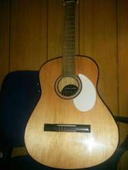 Guitarra Criolla de Pino Electroacústica
