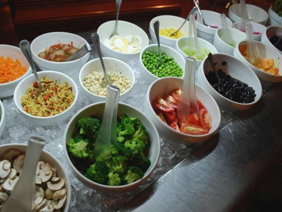 Aux de cocina tipo Bufett