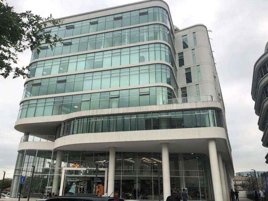 Se alquila o se vende oficina en Los Arcos Plaza- Samborondón