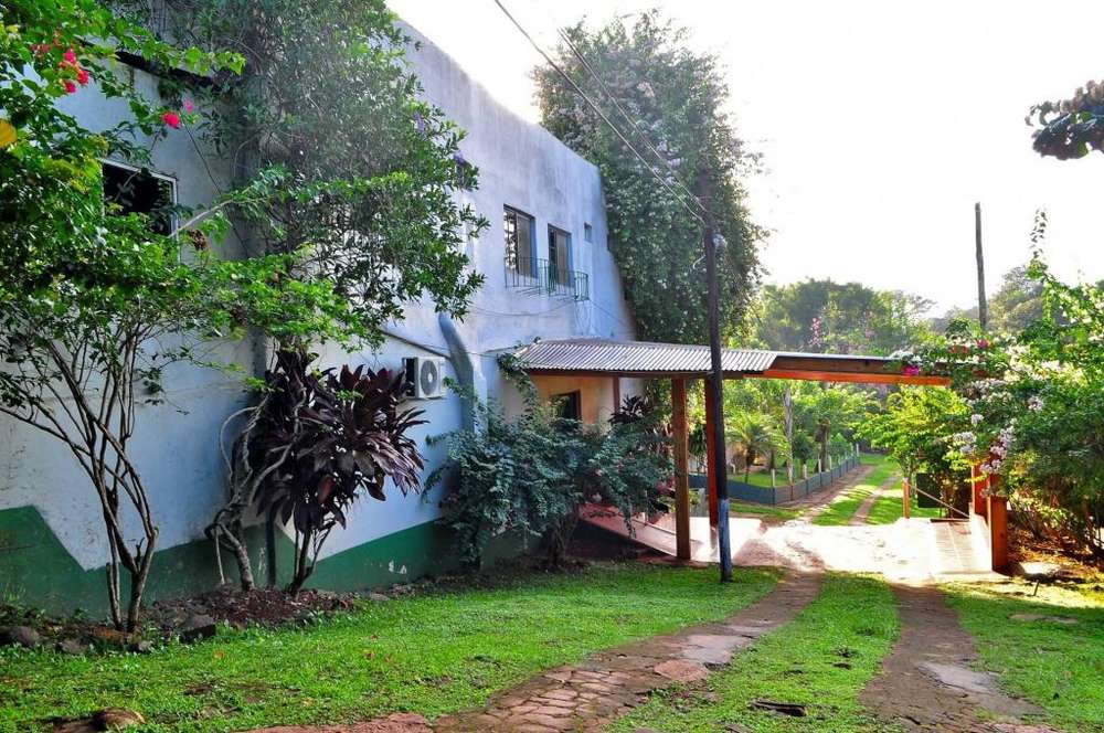 rw23 - Hotel para 2 a 4 personas con pileta y cochera en Wanda