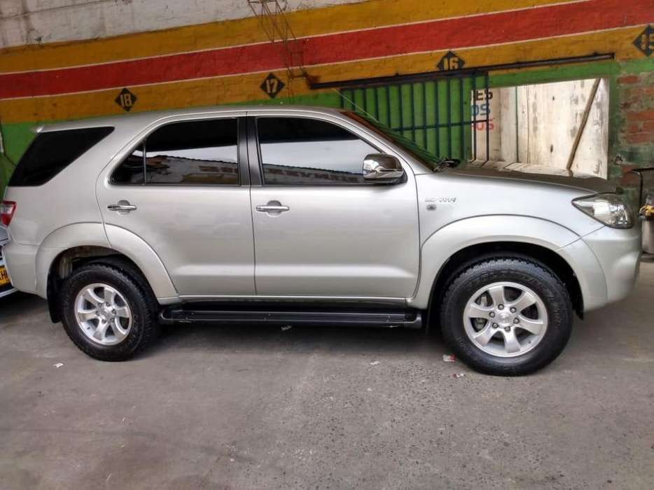 Toyota Fortuner 2010 - 110000 km
