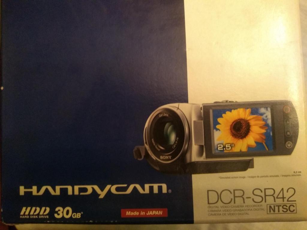 Camara Filmadora Digital SONY 30 GB en caja poquísimo uso   S/. 350.00