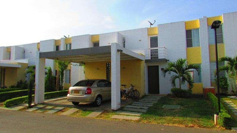Casa Condominio En Venta En Jamundi El Castillo Cod. VBSBI10178