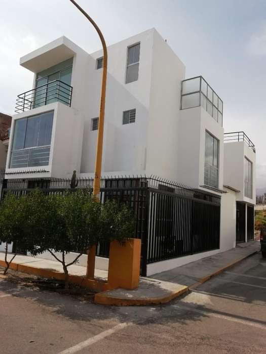 Cerro Colorado Vendo Amplia Comoda Casa