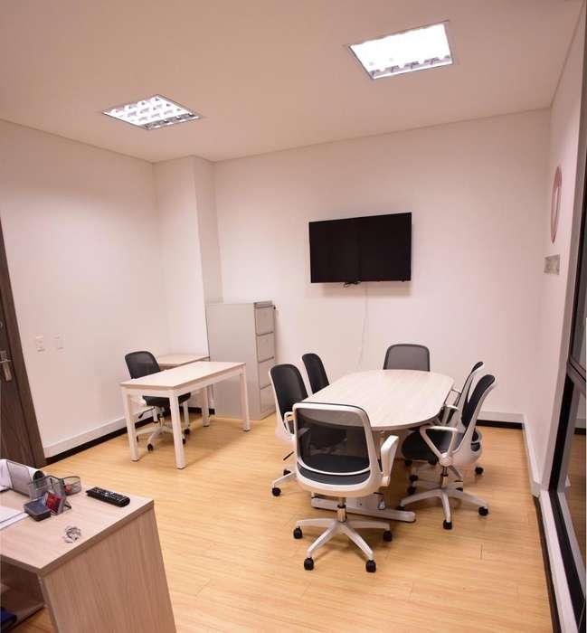 Se arrienda oficina bien dotada con buena ubicación y parqueadero