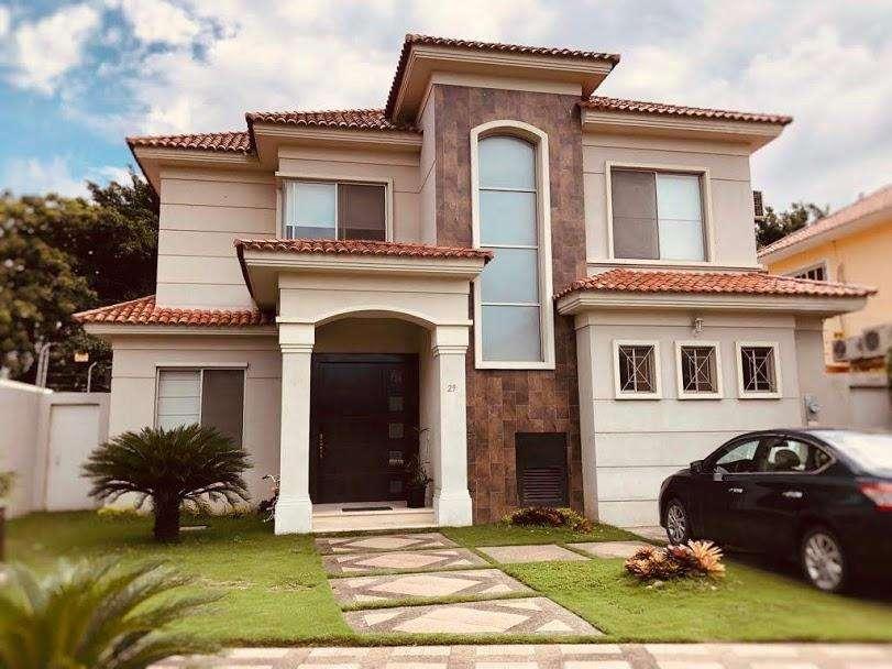Casa en Venta en Samborondón, 384 Mt2, 3 Hab, 5 bañ, <strong>estancia</strong>s Del Rio.