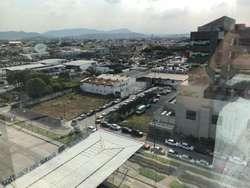 Venta de Oficina en el Edificio Sky Building, cerca del Aereopuerto Jose Joaquin de Olmedo, Norte de Guayaquil