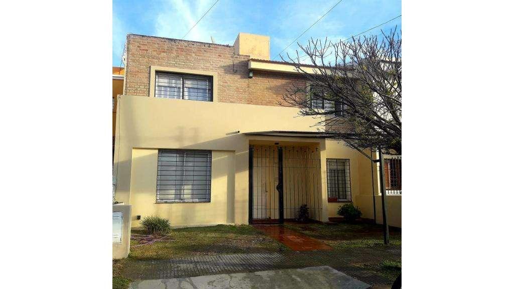 Roberto Cayol  100 - UD 150.000 - Casa en Venta
