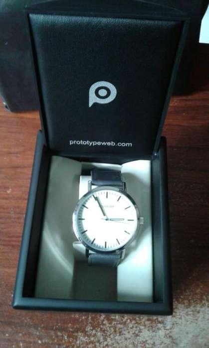 reloj hombre malla de cuero ,original marca Prototype