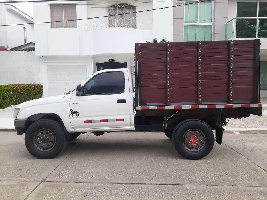 Toyota Hilux 2000 - 176000 km