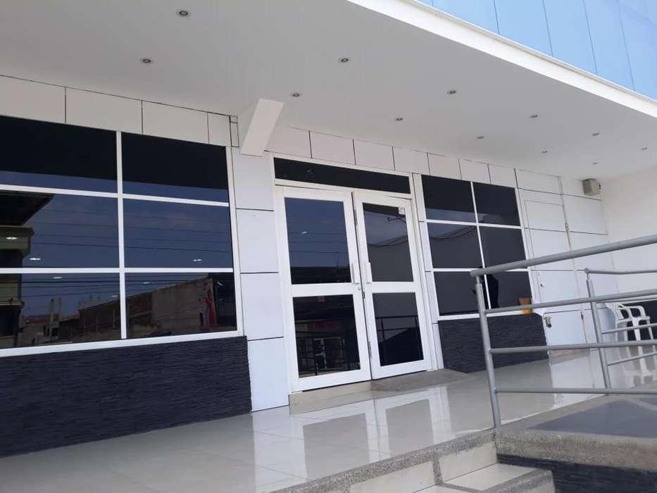 Vendo <strong>edificio</strong> Comercial, calle principal, Manta