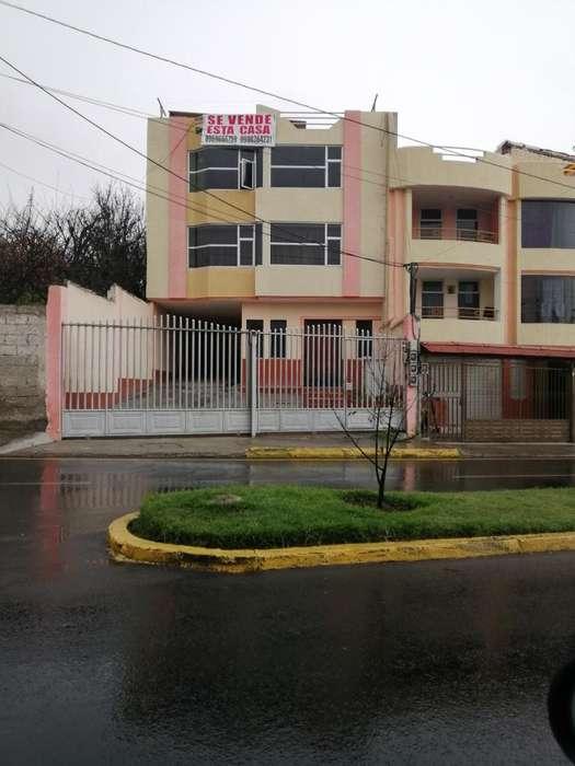 Casa Rentera Jacome Clavijo Y Víctor Hug