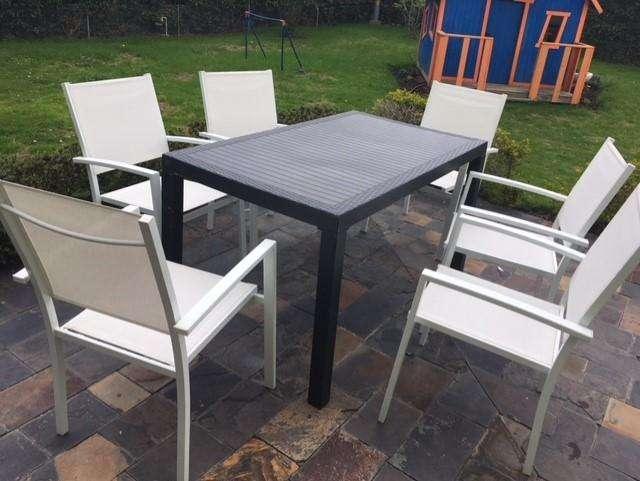 Mesa y silla para exteriores