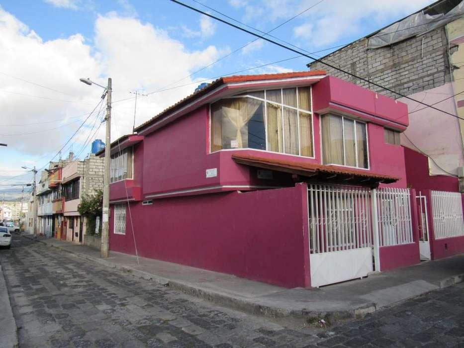 Vendo Casa Esquinera Cdla. Las Fuentes