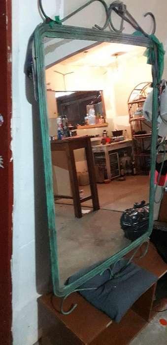 Espejo Grande de Hierro con Patina.