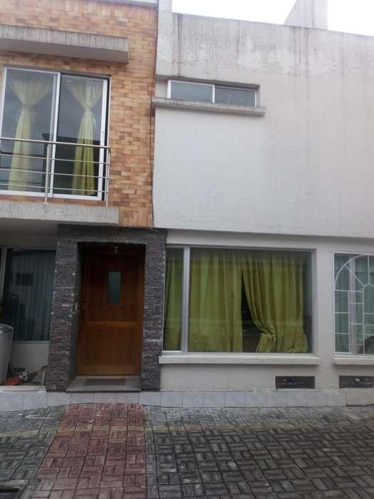 Casa en Venta Valle de Los Chillos sector colegio Dalcroze cerca al triangulo