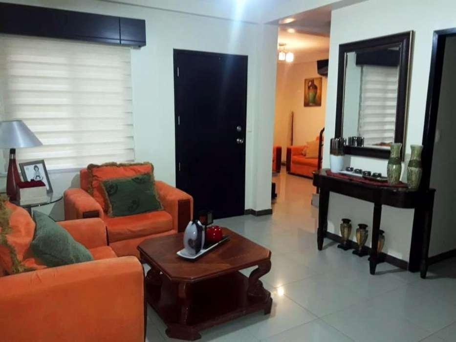 Alquiler de Casa Amoblada en Guayaquil/ Urbanización La Joya/ Etapa Opalo