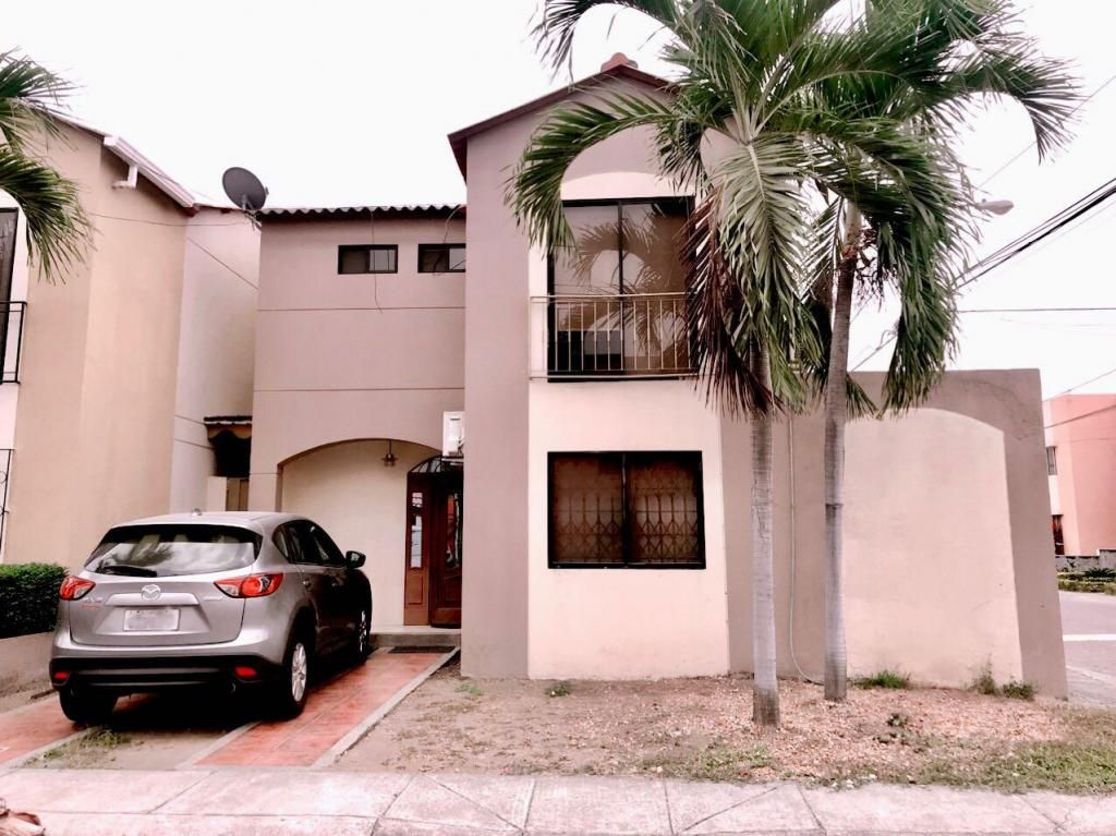Venta de Casa en Urb. Villa Club, Etapa Doral, cerca del C.C. Riocentro El Dorado, Aurora