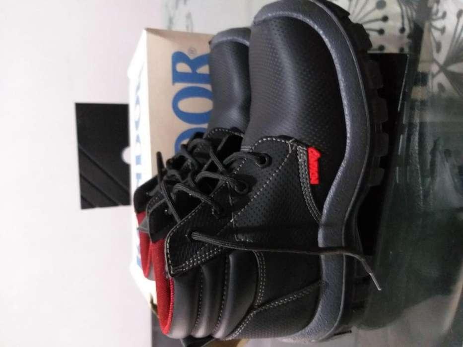 Vendo botas marca indiana talla 38