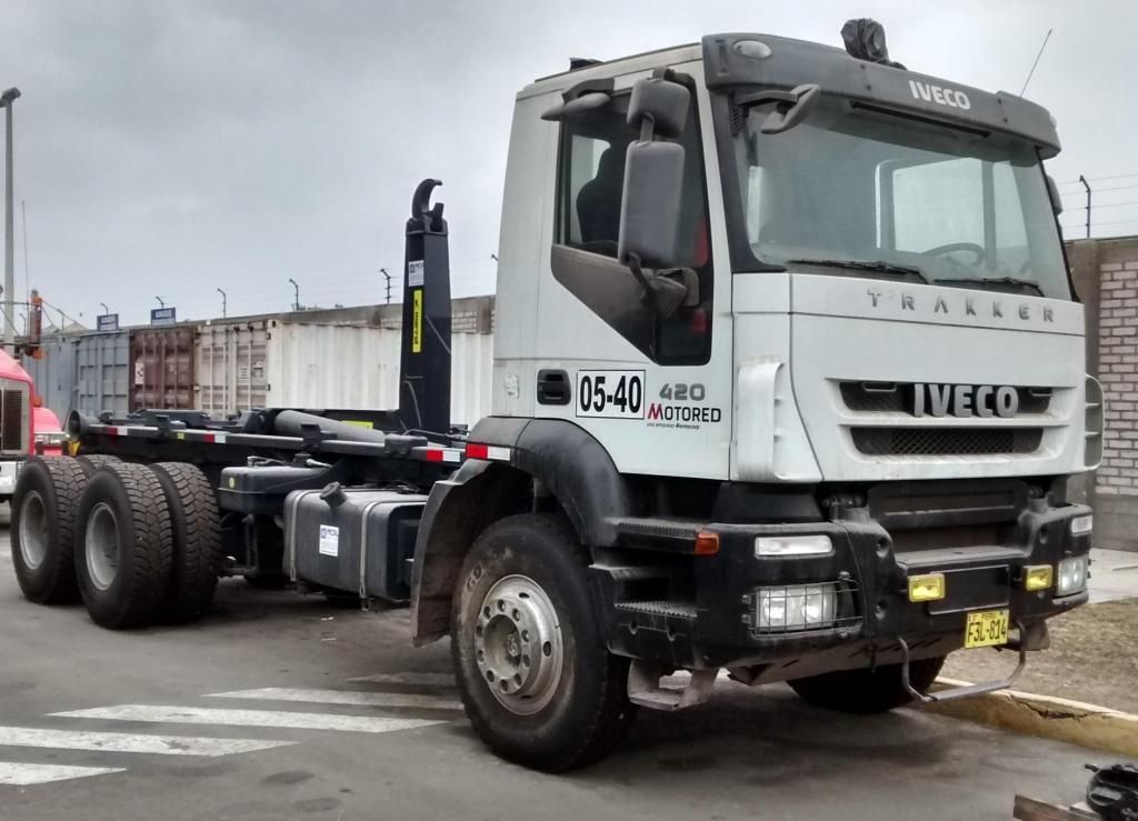 Camión Volquete Iveco Trakker Ampliroll 2014