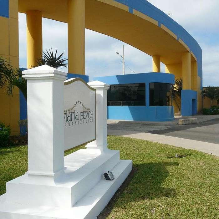 terreno en venta en urbanización Manta Beach