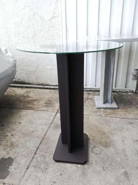 Mesa esquinera, para decoración casa, hermosa; en vidrio y madera. José García - 3159275956. 60.000, pesos.