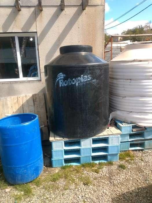 Tanque de Agua 1100 Lts.