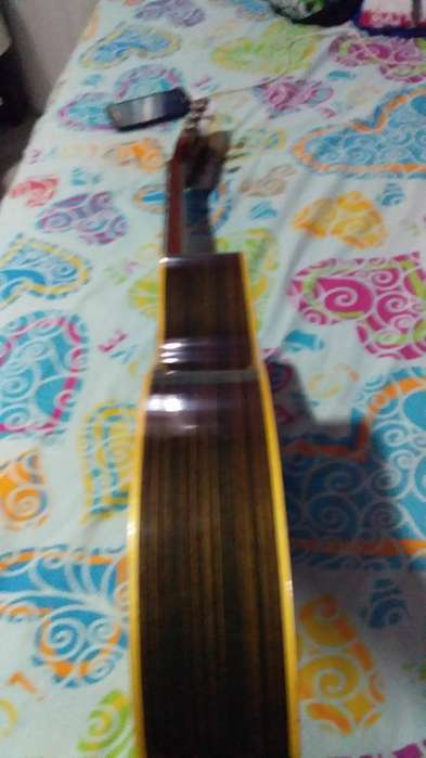 Vendo Guitarra Amplificada 0993699675
