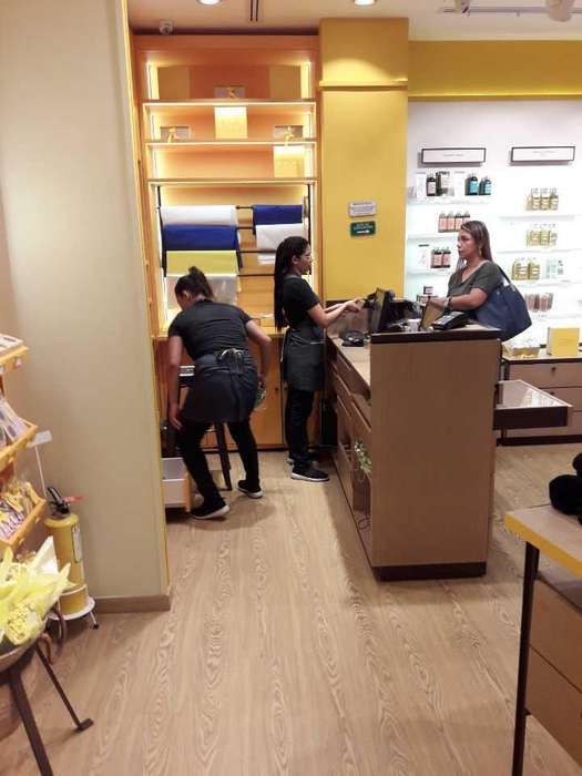 Venta de local Rentando en centro comercial - wasi_807922