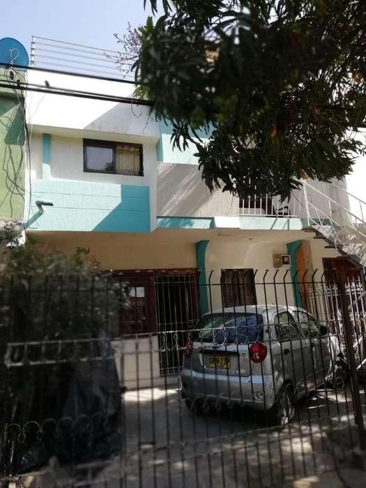 Venta Casa 3 pisos en El Campestre - wasi_1037780