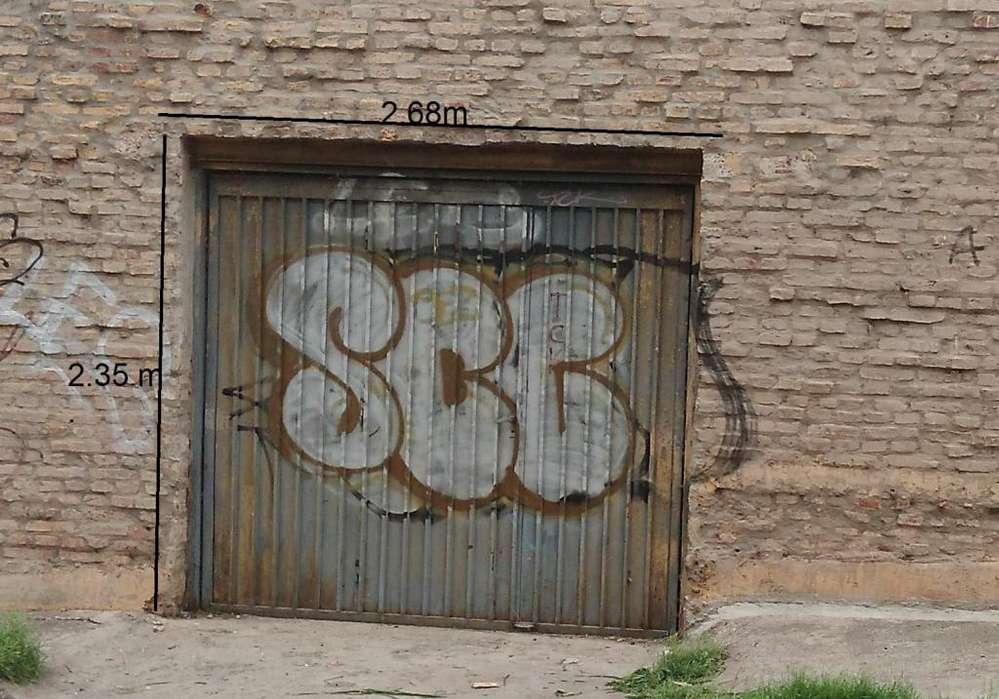 Portón Levadizo De Chapa Plegada, Con Puerta De Escape