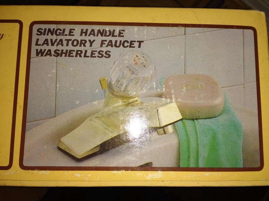 Hermoso grifo Importado para lavamanos dorado. Acabado pulido. Temperatura: Frío y Caliente. Fácil instalación.