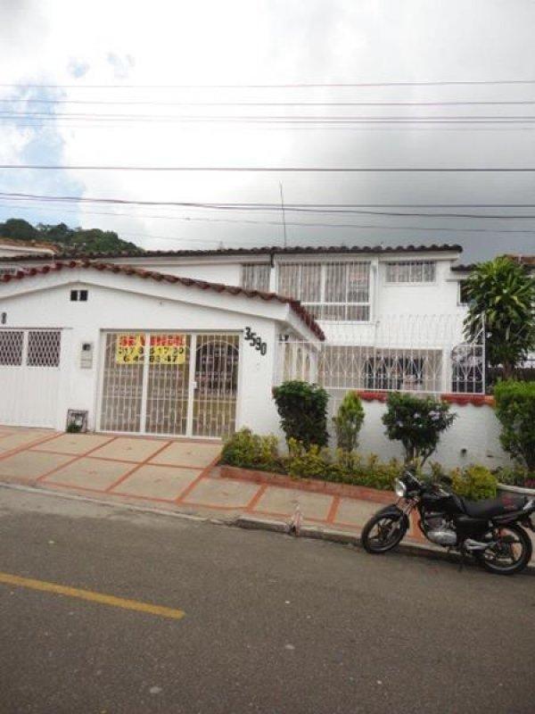 Arriendo Casa LOS PINOS Bucaramanga Inmobiliaria Alejandro Dominguez Parra S.A.