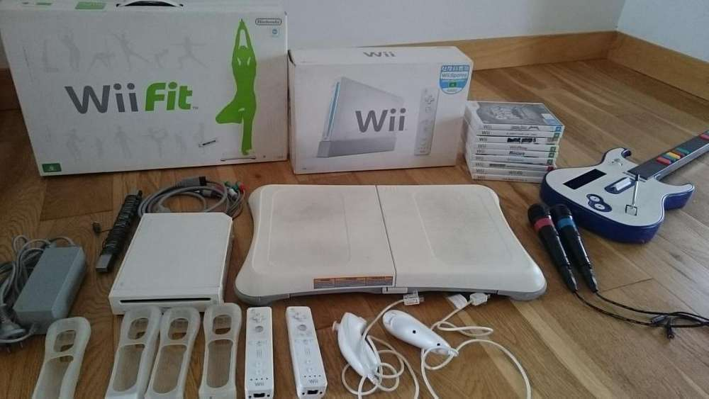 Consola NINTENDO Wii Plataforma Wii Fit 8 Juegos Físicos Accesorios Microfonos Guitarra
