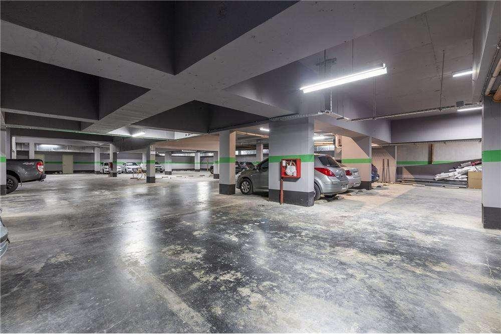 Cochera doble para vehículos grandes en Recoleta CON BAULERA MUY AMPLIA, tercer subsuelo.