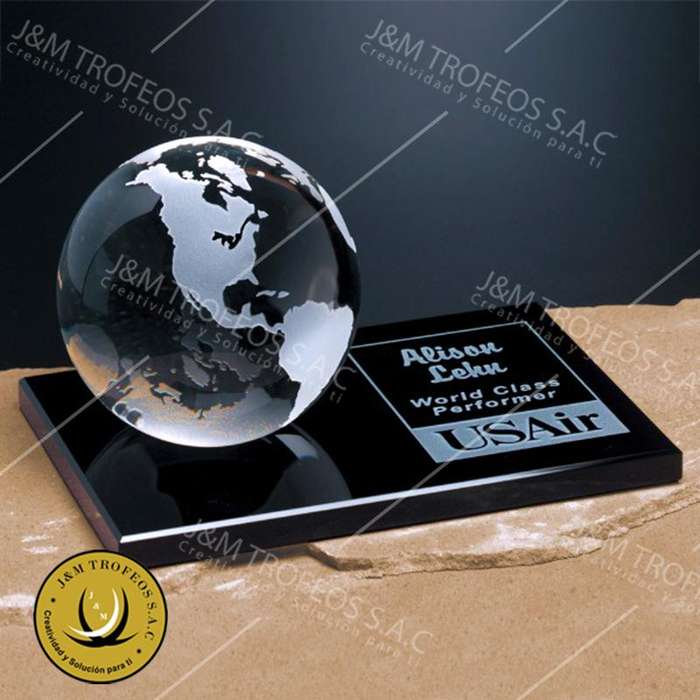 Trofeo Modelo world on base cód TRS-DM3224
