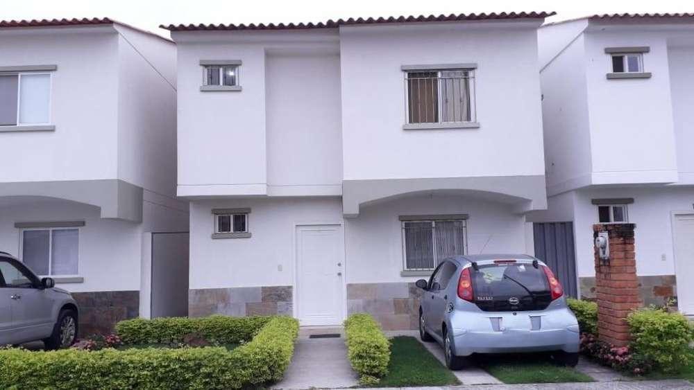 Casa en Alquiler / Renta Urb. Logare vía Samborondon-salitre