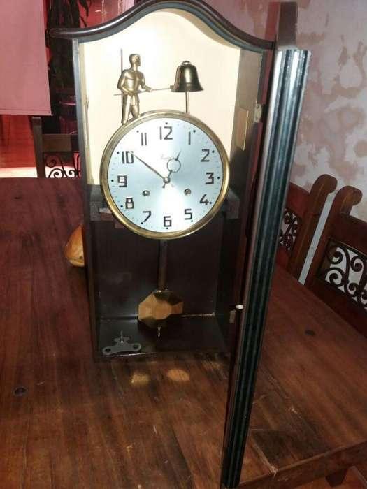 reloj,antiguo,mecánico,madera,cuerda,jawaco,péndulo